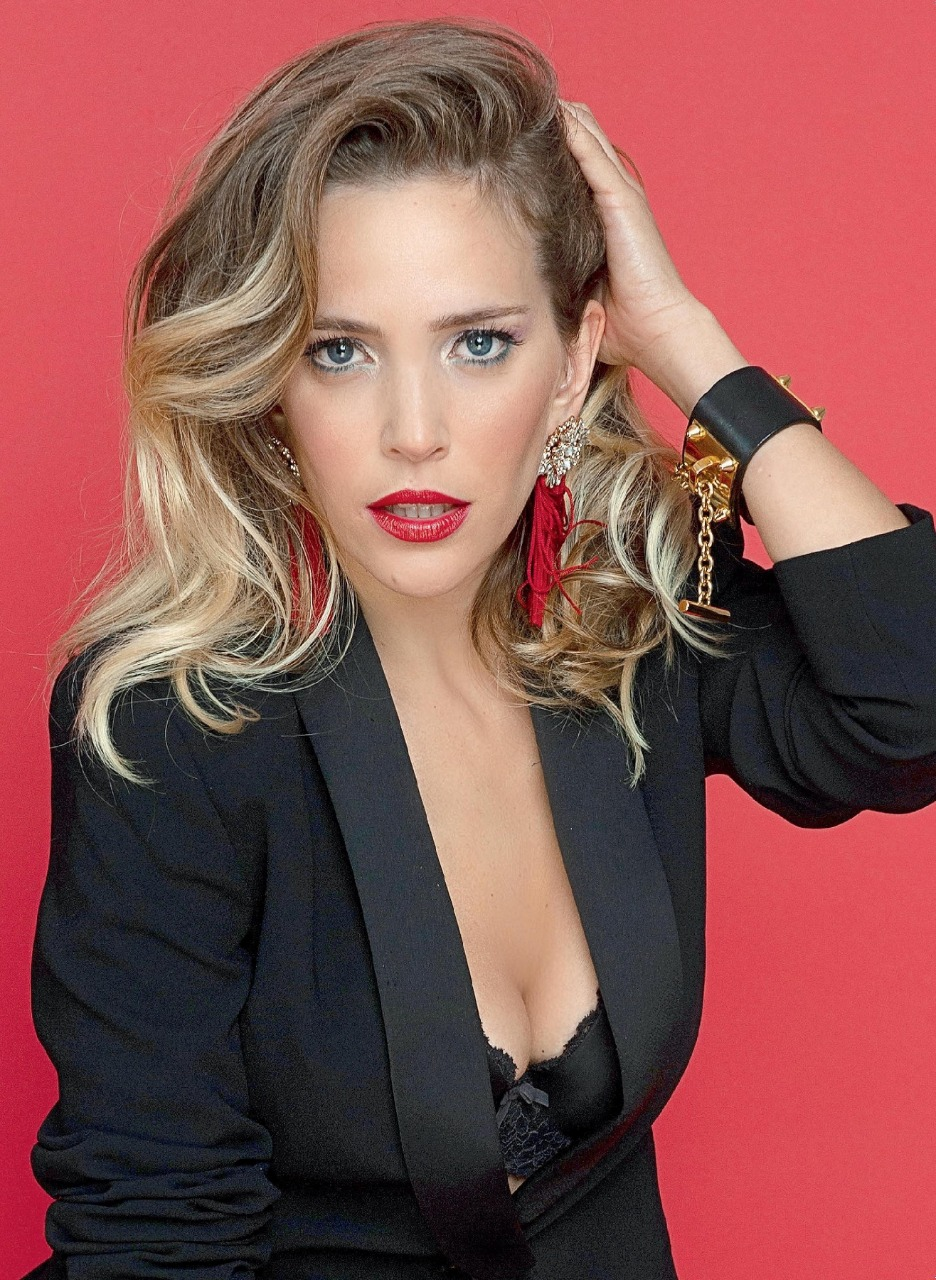 luisana lopilato famous actress caras magazine