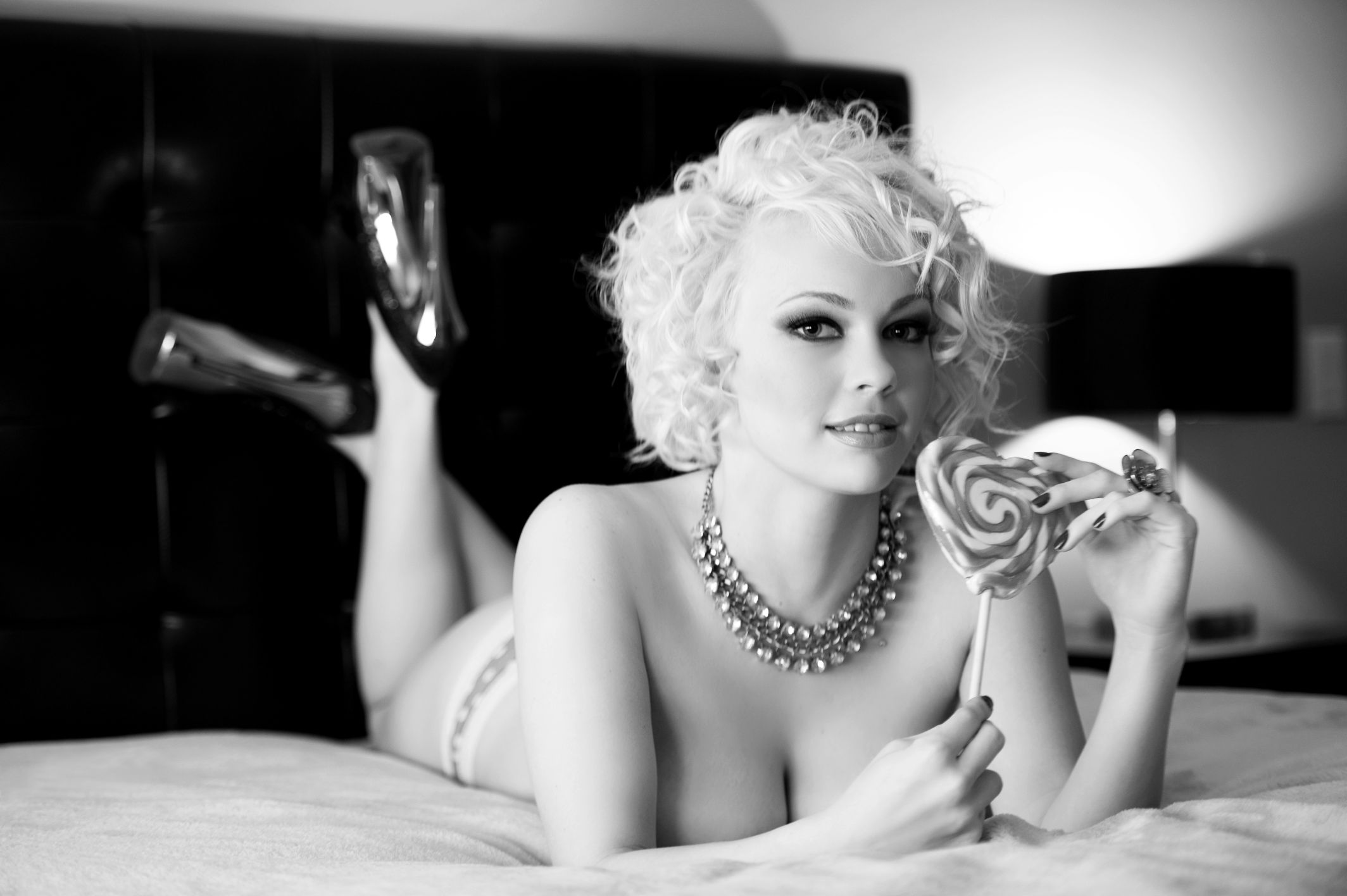 Boudoir photogrpahy sexy woman classic black and white photography 1