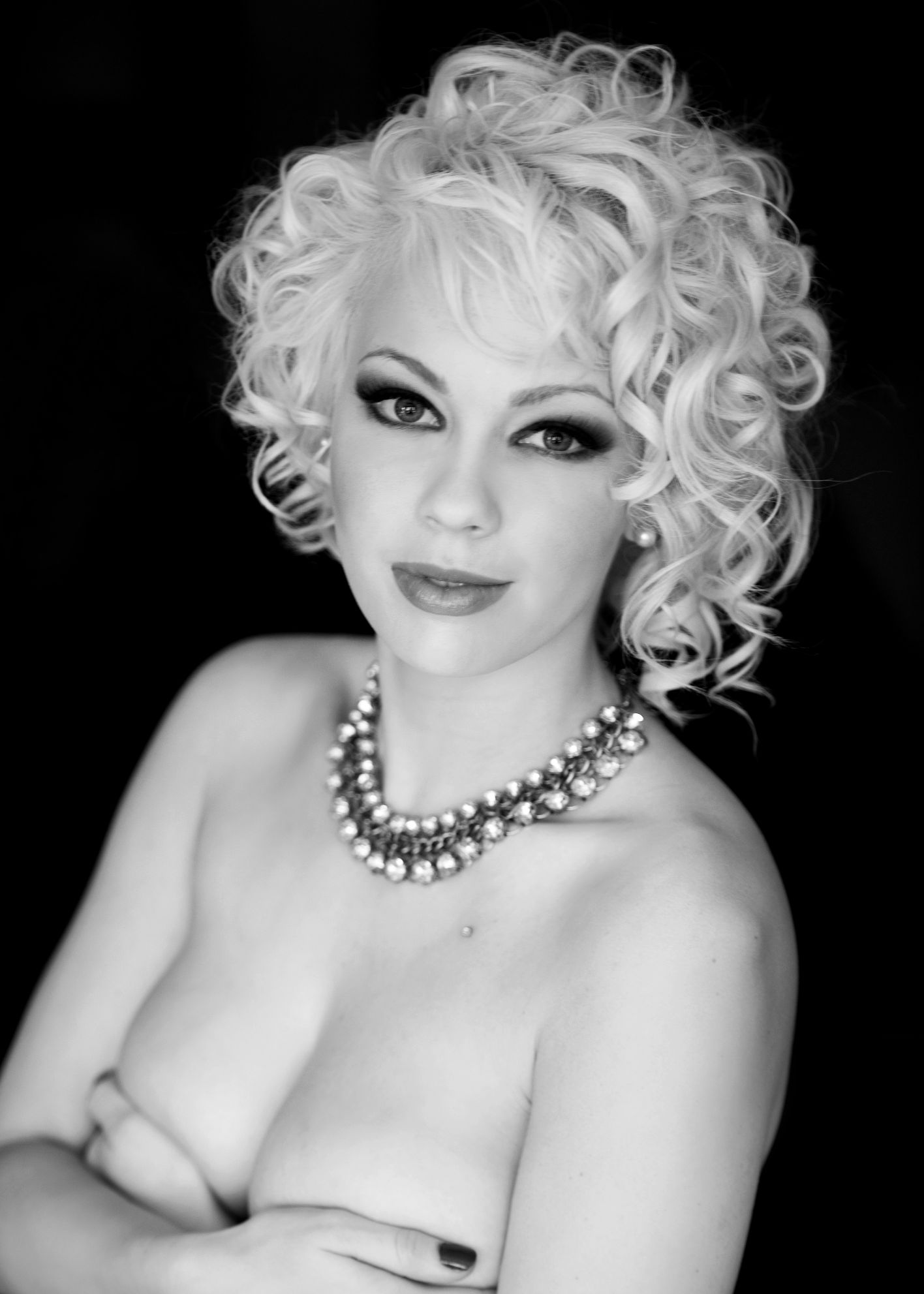 Boudoir photography vanouver beautiful women black and white photography mariyn monroe