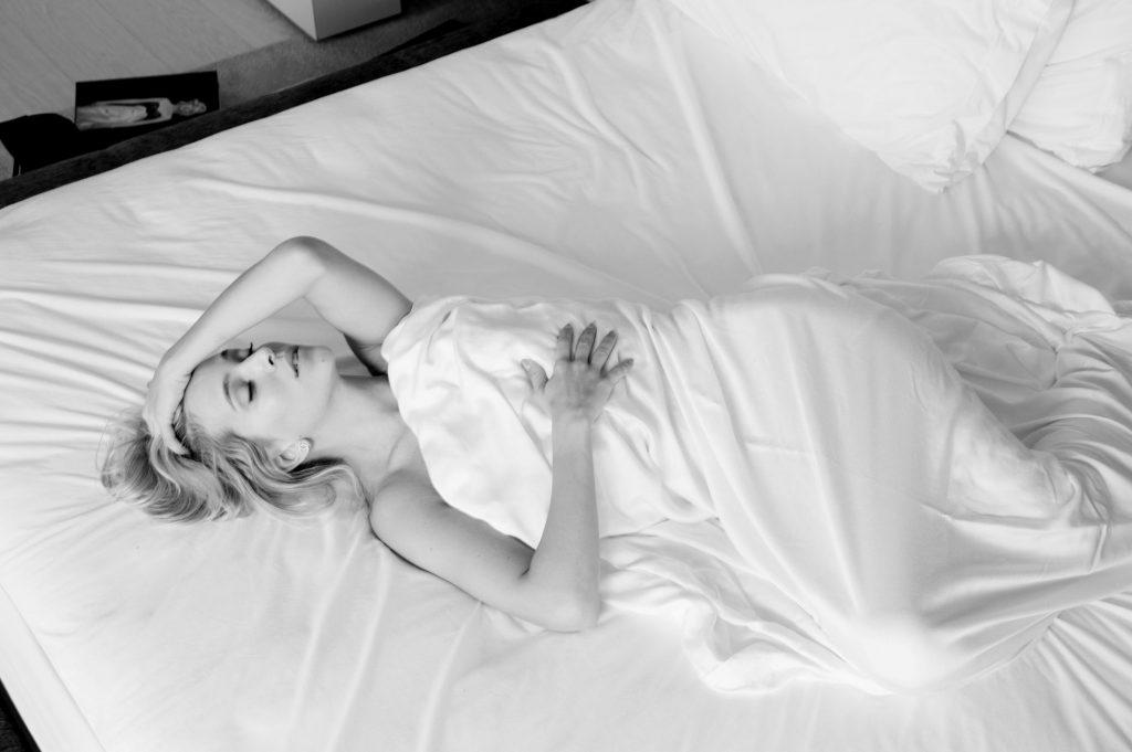 black and white boudoir marilyn monroe style